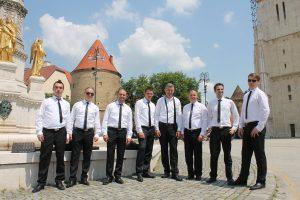 Klapa Kmeti ispred zagrebačke katedrale